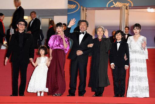 『万引き家族』キャストと是枝裕和監督 『第71回カンヌ国際映画祭』より