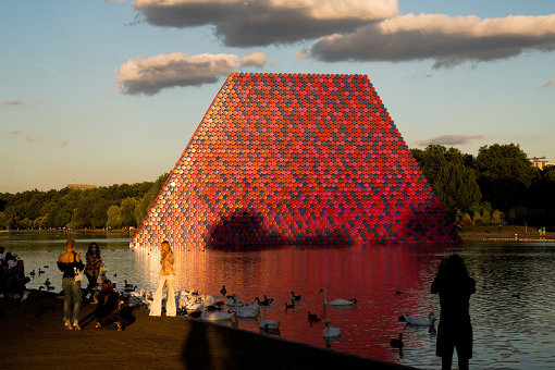 Christo and Jeanne-Claude, The London Mastaba, Serpentine Lake, Hyde Park, 2016-18 Photo: Wolfgang Volz ©2018 Christo