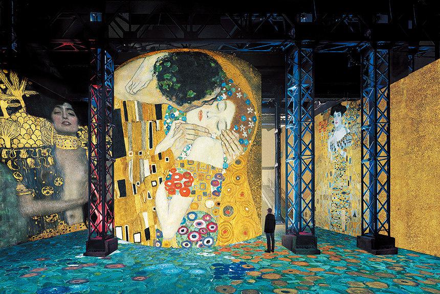 クリムトの作品世界に包囲される。パリ初デジタルアートミュージアム開館
