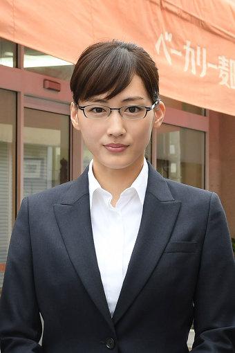 キャリアウーマンだった主人公・亜希子役を演じる綾瀬はるか