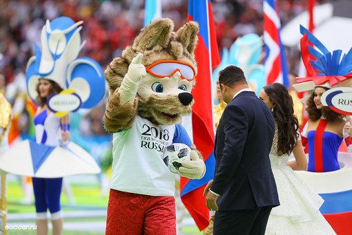 大会マスコットのザビバカ 作者 Дмитрий Садовников (soccer.ru) [CC BY-SA 3.0 GFDL, CC BY-SA 3.0  (https://creativecommons.org/licenses/by-sa/3.0) または GFDL (http://www.gnu.org/copyleft/fdl.html)], via Wikimedia Commons