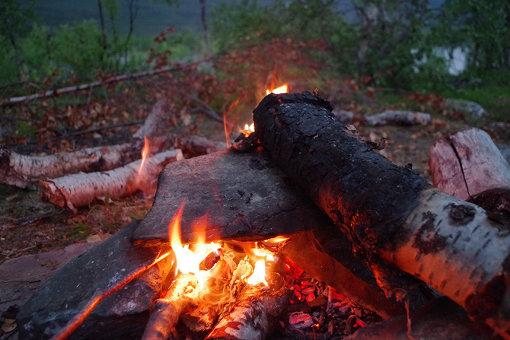 自主管理に任されているスウェーデンでは、たき火も自由