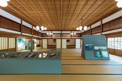 『辺つ方(へつべ)の休息』展示の様子 ©Dazaifu-Tenmangu