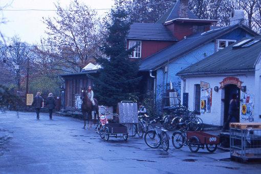 クリスチャニアの移動手段は、クリスチャニアバイクや自転車、馬など
