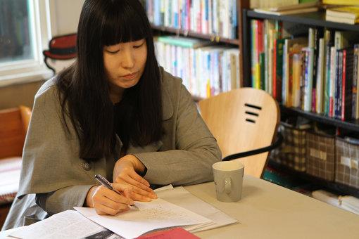 葉子さんによるキュックリヒについての話に耳を傾け、メモをとる