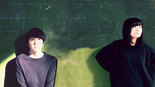 SWIM SWEET UNDER SHALLOW(すうぃむ すいーと あんだー しゃろう)<br>メンバー2人で全ての楽器を演奏、録音、ミックス、マスタリング、ジャケットデザイン、MV制作を行っている。2012年に自主レーベル「hiraoyogi record」を設立。2013年以降ライブ活動は行わず、音源制作とリリース中心の活動を展開中。