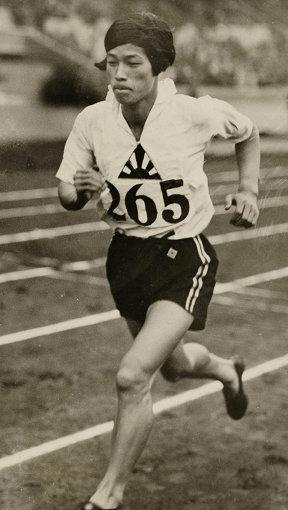 日本人の女子選手で初めてオリンピックメダリストとなった人見絹枝 [Public domain]