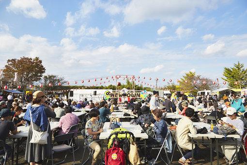 多摩ニュータウンで過去2回、開催されているCINRA主催のイベント『NEWTOWN』。音楽、演劇、ダンス、文芸、落語など、幅広いカルチャーが一堂に会した。『NEWTOWN 2019』は2019年10月19日~20日に開催予定。 / 撮影:鈴木渉