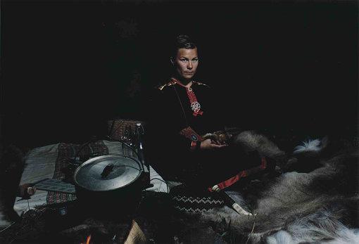 サーミ料理をつくってもてなしてくれた、サーミ族の女性 / 撮影:田附勝