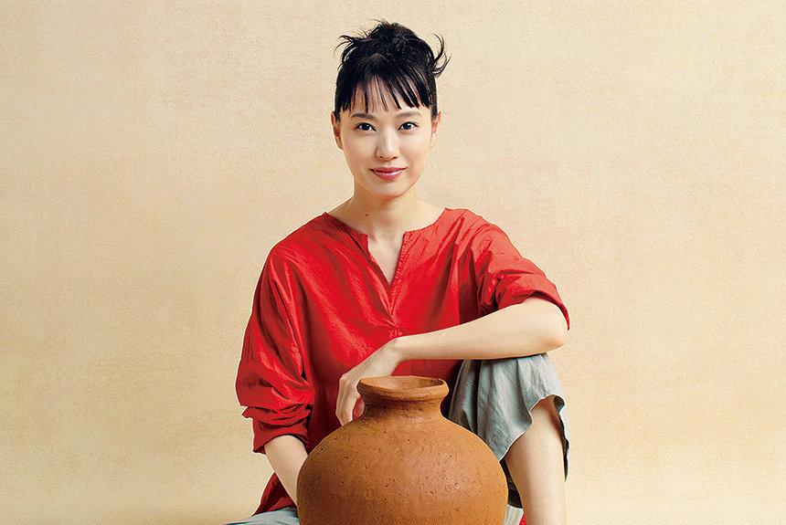 NHK朝ドラ『スカーレット』放送目前。戸田恵梨香が陶芸家役に挑む