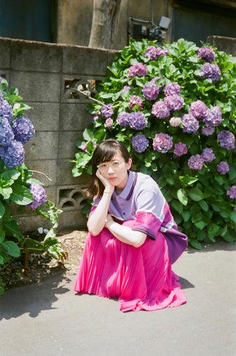 柴田聡子(しばた さとこ)<br>1986年札幌市生まれ。大学時代の恩師の一言をきっかけに、2010年より都内を中心に活動を始める。最新作『がんばれ!メロディー』まで、5枚のアルバムをリリースしている。