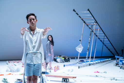 『プラータナー:憑依のポートレート』2018年12月パリ公演 撮影:松見拓也