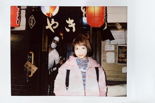 戸田真琴(とだ まこと)<br>2016年にSODクリエイトからデビュー。その後、趣味の映画鑑賞をベースにコラム等を執筆、現在はTV Bros.で『肯定のフィロソフィー』を連載中。ミスiD2018、スカパーアダルト放送大賞2019女優賞を受賞。愛称はまこりん。初のエッセイ『あなたの孤独は美しい』を2019年12月に発売。