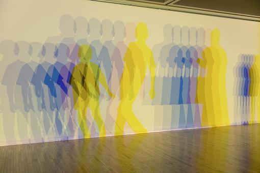 『あなたに今起きていること、起きたこと、これから起きること』(2020年) / 『オラファー・エリアソン ときに川は橋となる』展示風景 2020 東京都現代美術館 / Courtesy of the artist; neugerriemschneider, Berlin; Tanya Bonakdar Gallery, New York / Los Angeles Photo: Kazuo Fukunaga © 2020 Olafur Eliasson