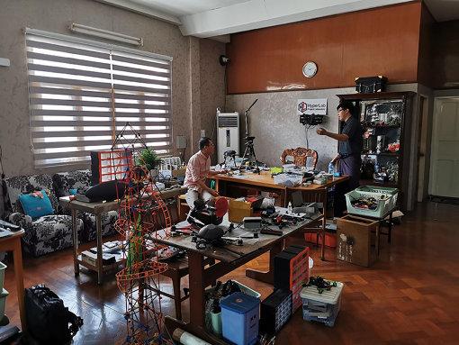 ヤンゴンのメイカースペースHyperLab。若冠23歳のSi Tu Htunが開設し、ヤンゴン工科大などと連携している