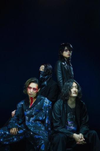 THE NOVEMBERS(ざ のーべんばーず)<br>2005年結成のオルタナティブロックバンド。2007年に「UK PROJECT」より1st EP『THE NOVEMBERS』でデビュー。2013年10月からは自主レーベル「MERZ」を立ち上げる。2018年2月には、イギリスの伝説的シューゲイザーバンドRIDEの日本ツアーのサポートアクトを務める。同年5月、新作EP『TODAY』をリリース。2019年3月にデビュー11周年、通算7作目となる『ANGELS』をリリース。陰影を湛えた美しいメロディー、強靭でしなやか、そして破壊力を増したサウンドスケープで、バンドの存在を唯一無二かつ孤高の存在へ推し進めた。2020年5月、ニューアルバム『At The Beginning』を発表した。