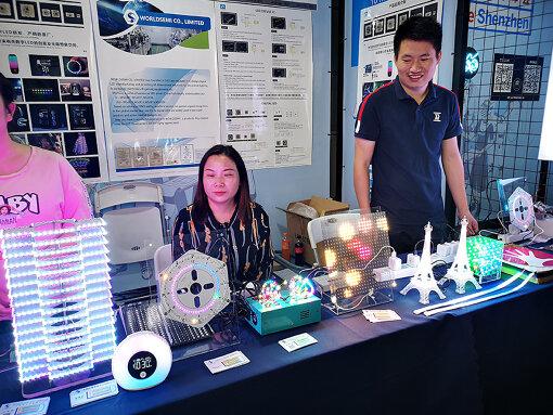 『Maker Faire Shenzhen 2019』に出展中のWORLDSEMI社。年間数億個を売り上げるLED部品を出荷する会社が、こうしたDIYのフェアに出展するのも、産業とDIYの距離が近い深センならでは