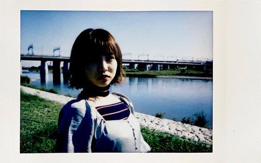 戸田真琴(とだ まこと)<br>2016年にSODクリエイトからデビュー。その後、趣味の映画鑑賞をベースにコラム等を執筆、現在はTV Bros.で『肯定のフィロソフィー』を連載中。ミスiD2018、スカパーアダルト放送大賞2019女優賞を受賞。愛称はまこりん。初のエッセイ『あなたの孤独は美しい』を2019年12月に、2020年3月には2冊目の書籍『人を心から愛したことがないのだと気づいてしまっても』を発売した。
