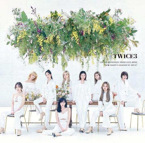 日本で今年9月にリリースされたベストアルバム第3弾『#TWICE3』通常盤ジャケット
