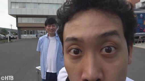 2018年8月1日当時の鈴井貴之と大泉洋 ©HTB