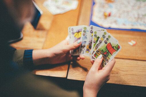 街から街へ移動するために使う乗り物カード。乗り物によって通行可能なタイルや必要となるカードの枚数が違うため、よく考えてカードを使っていこう。