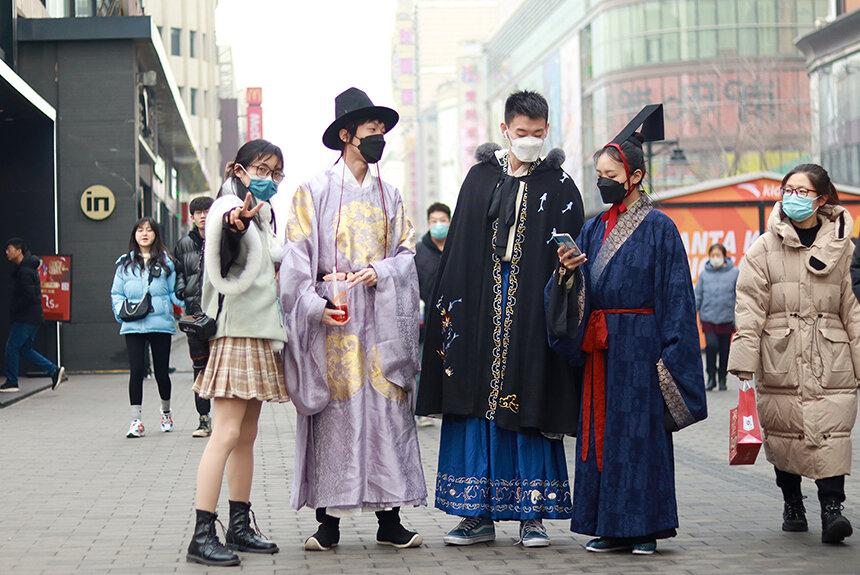 中国Z世代を虜にする漢服ブーム。愛好者やデザイナーが語る