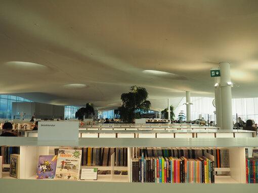 ヘルシンキ中央図書館「Oodi」内部(筆者撮影)