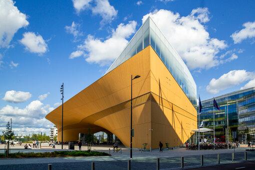 ヘルシンキ中央図書館「Oodi」外観。設計はヘルシンキを拠点とする建築事務所ALA・アーキテクツ Photo: Maarit Hohteri
