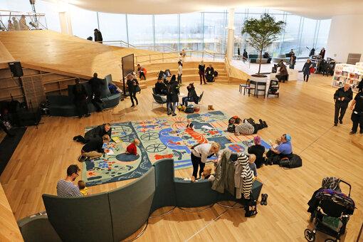 ヘルシンキ中央図書館「Oodi」内観 Photo: Risto Rimppi