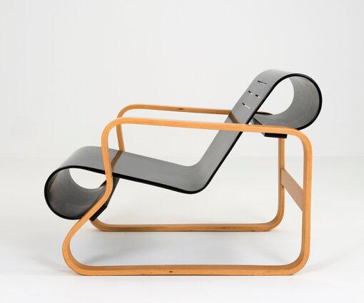北欧を代表する建築家・デザイナーであるアルヴァ・アアルトのデザインによるアームチェア<br>アルヴァ・アアルト『41 アームチェア パイミオ』、1932年デザイン Photo: Tiina Ekosaari Alvar Aalto Foundation