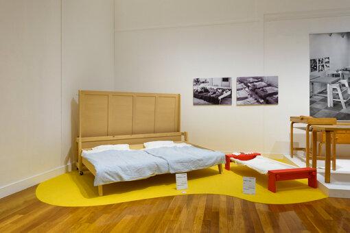 アイノがデザインした子供用の簡易ベッド。保育園などで使われた 撮影:上野則宏 写真提供:世田谷美術館
