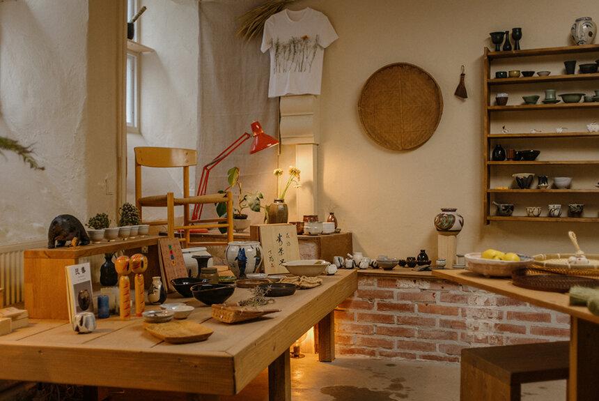 日本人建築家が民藝に魅了され、デンマークで民藝店を始めたわけ