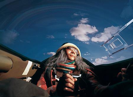 やなぎみわ『My Grandmothers: MINEKO』 2002年 87.5×120cm Cプリント ©Loock Galerie / Deutsche Bank Collection