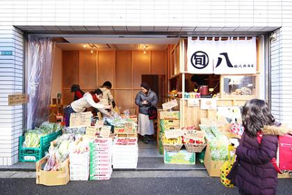 ツバメアーキテクツ『旬八青果店 二号店』 2013年 ©ツバメアーキテクツ