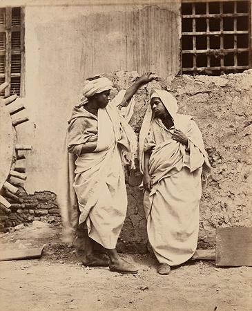 ヴァロキエ『モロッコのアラブ人、メッカへの巡礼者』19世紀後半、アルビュメン・プリント、個人蔵