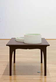 松井紫朗『ENTERING-Monet Garden』2013  104.4 x 140 x 110 cm   ceramic, wood, water, water grass