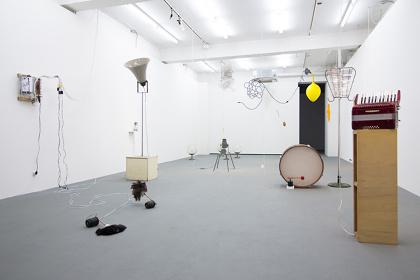 毛利悠子『大船フラワーセンター』2011-2015 撮影:冨田了平/第1期での展示風景