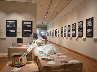 リアス・アーク美術館『東日本大震災の記録と津波の災害史』展示風景
