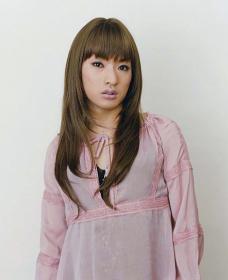 『長い髪がピンクの服にかかっている』(シリーズ「IN MY ROOM」より、2002年) Courtesy of Yumiko Chiba Associates, Zeit-Foto Salon ©Ryudai Takano