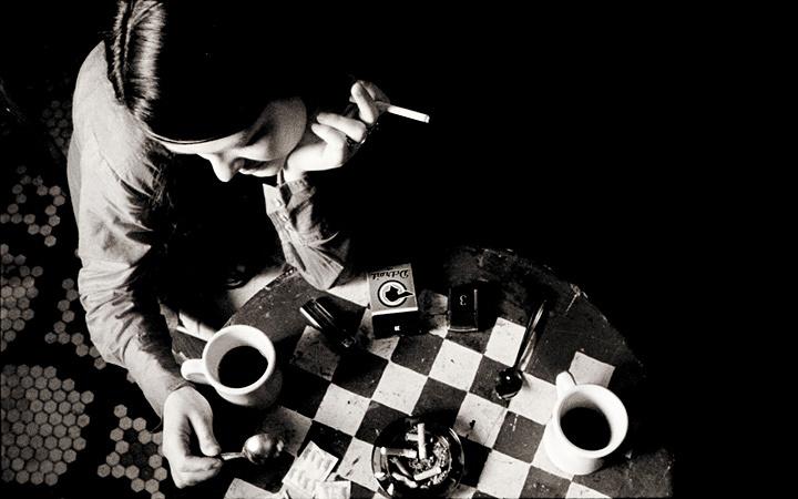 『コーヒー&シガレッツ』 ©Smokescreen Inc. 2003 All Rights Reserved