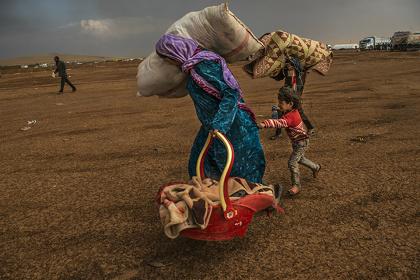 イスマイル・フェルドゥス(バングラデシュ、1989)『イスラム国に包囲されたコバニの住民』2014 ©Ismail Ferdous