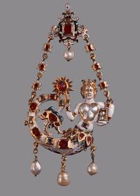 フランドルの金工家『セイレーンがついたペンダント』1570-1580年頃 金 多色七宝 26個のルビー 7個の真珠 5個のダイヤモンドフィレンツェ ウフィツィ美術館(銀器博物館)蔵 ©Firenze, Gallerie degli Uffizi, Museo degli Argenti