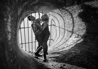 『地下水道』 ©STUDIO FILMOWE