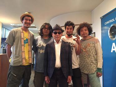 左からMaya Moeran、ヨシダダイキチ、タモリ、Juicy、U-zhaan