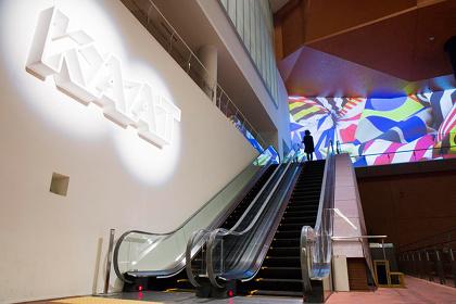 『KAAT突然ミュージアム2016』展示風景 今井俊介×山田晋平『color flood』 撮影:西野正将