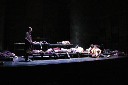 『サバンナの掟』公演風景(2008年) 撮影:加納秋穂
