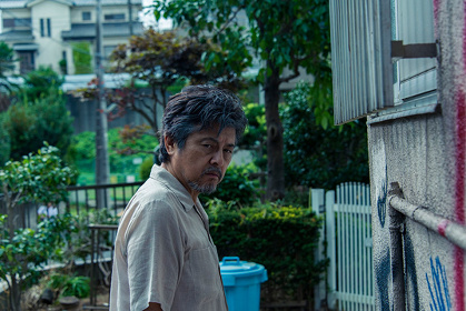 父・清役の三浦友和 ©2016「葛城事件」製作委員会