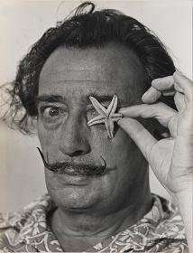 サルバドール・ダリ © X. Miserachs/Fundació Gala-Salvador Dalí, Figueres,2016. Image Rights of Salvador Dalí reserved. Fundació Gala-Salvador Dalí, Figueres, 2016.