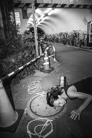 山川冬樹『Shibuya Water Witching』 2013 撮影:土田祐介 ©山川冬樹