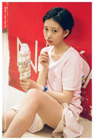 川島小鳥 新作写真展『20歳の頃』メインビジュアル